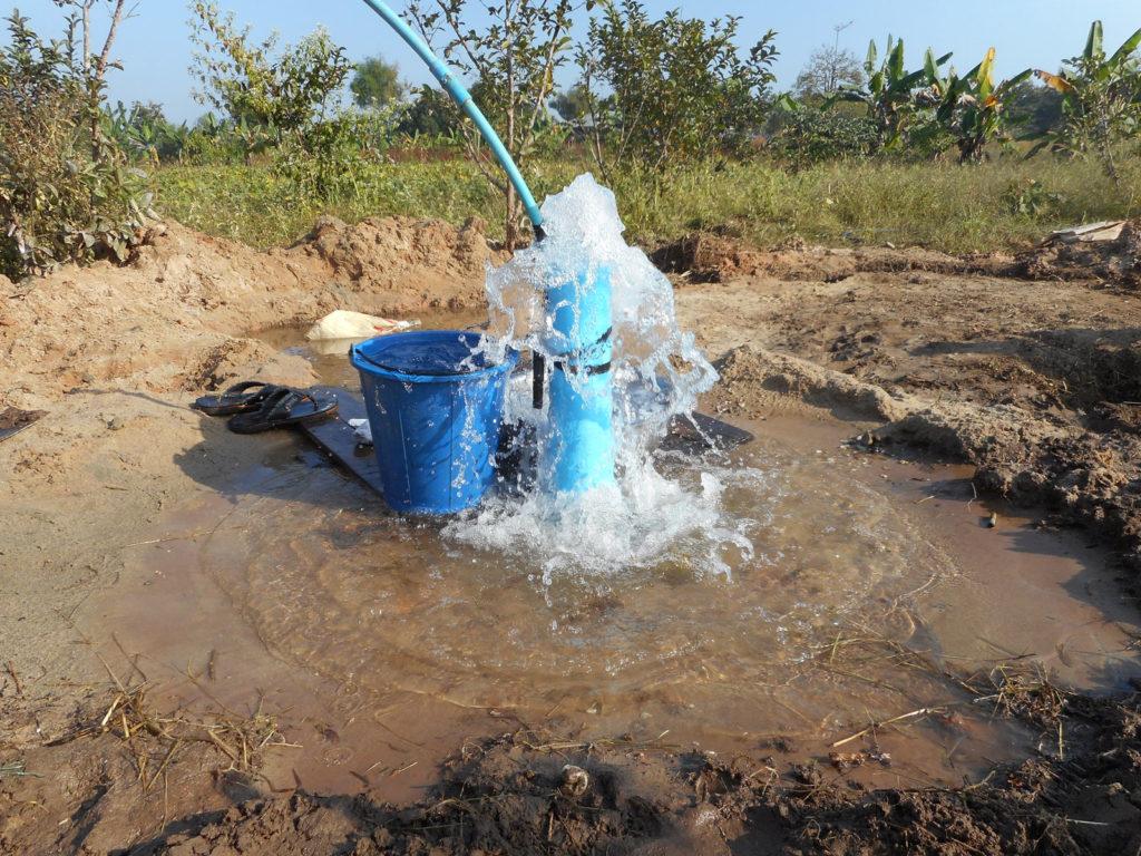 フルムーン孤児院での井戸掘り